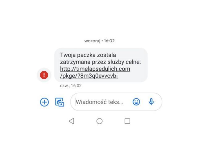 Uwaga na tego typu SMS-y. Cecha szczególna: brak polskich liter. Często ostrzeżeniem dla nas jest biały wykrzyknik na czerwony tle - informujące o spamie. Nie wolno klikać w linki z takich SMS.