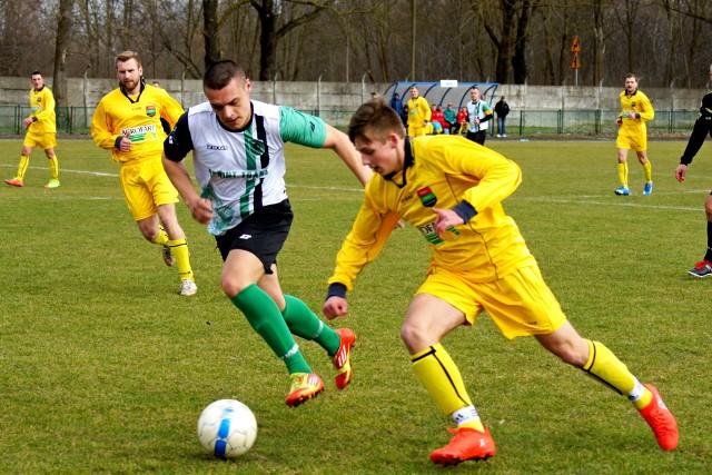Mecz 15 kolejki rozegrany został w Piechcinie. Lider rozgrywek w 2 grupie Unia Gniewkowo w doliczonym czasie gry stracił dwa cenne punkty. Bramki: Mateusz Wiktorowicz (46'), Jakub Ślebioda (90+7), - Sylwester Gęgorek (51), Maciej Jaroszyński rz. k. (55').