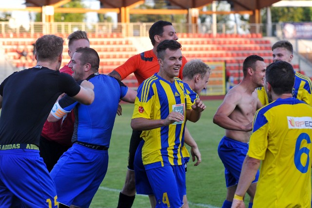 Piłkarze Stali wygrali trzeci kolejny mecz na własnym boisku.