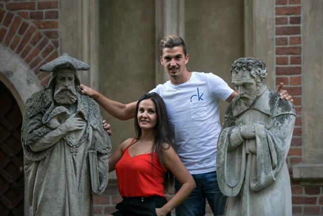 Gema i Carlos oswajają się z Krakowem i jego historią. Na zdjęciu zwiedzają dziedziniec Collegium Maius Uniwersytetu Jagiellońskiego