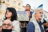 Protest po orzeczeniu Trybunału. Król: podobne orzeczenia były w innych krajach, Lenz: to prowokacja wobec UE