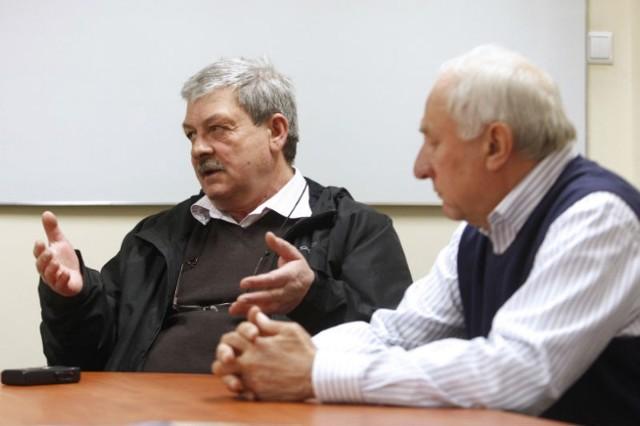 Działacze Crasnovii chcieli zapłacić karę, do której się nie poczuwają, ale związek jej nie przyjmuje. Nz. Stanisław Ziaja (z lewe), wiceprezes klubu oraz Emil Kunysz, jego współzałożyciel, były prezes.