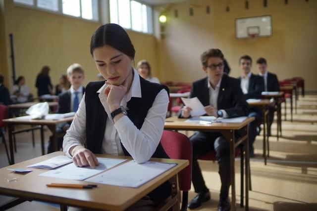 """""""Perspektywy"""" po raz 22. opublikowały ranking najlepszych szkół ponadpodstawowych - liceów i techników. Zobacz, jakie licea w Poznaniu zajęły czołowe miejsca w 2020 roku. Oto lista!POLECAMY TEŻ: 15 najgorszych kierunków studiów w Poznaniu. Po tych studiach zarabia się najmniej! [RANKING]Sprawdź --->"""