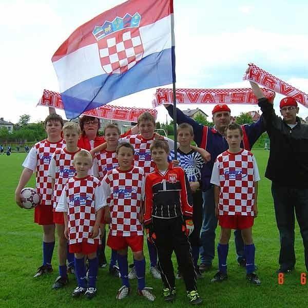 """Najlepsza drużyna Mundialito 2006 w kategorii prezentacja na żywo  - """"Chorwaci""""   ze Szkoły Podstawowej w Nagawczynie (gm. Dębica)."""
