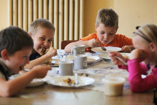 Zdaniem szkół dzieci dobrze zniosły poprzednie zmiany w menu, kolejna rewolucja nie jest w tym względzie potrzebna, najwyżej drobne korekty.