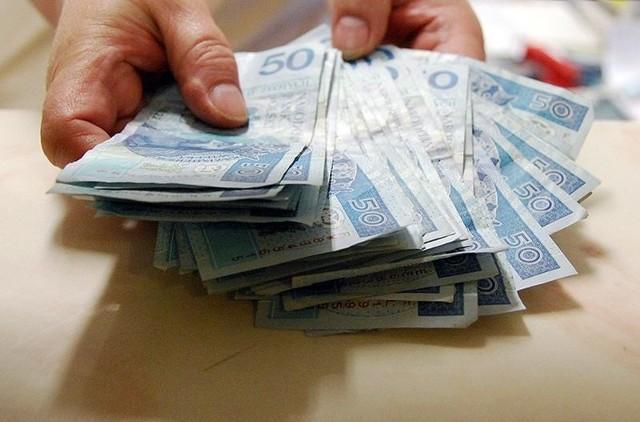 Karol Szrajbert będzie teraz zarabiał 8640 zł miesięcznie. Wójt  rządzi gminą pierwszą kadencję, a jego wynagrodzenie do wysokich nie należy / Zdjęcie ilustracyjne