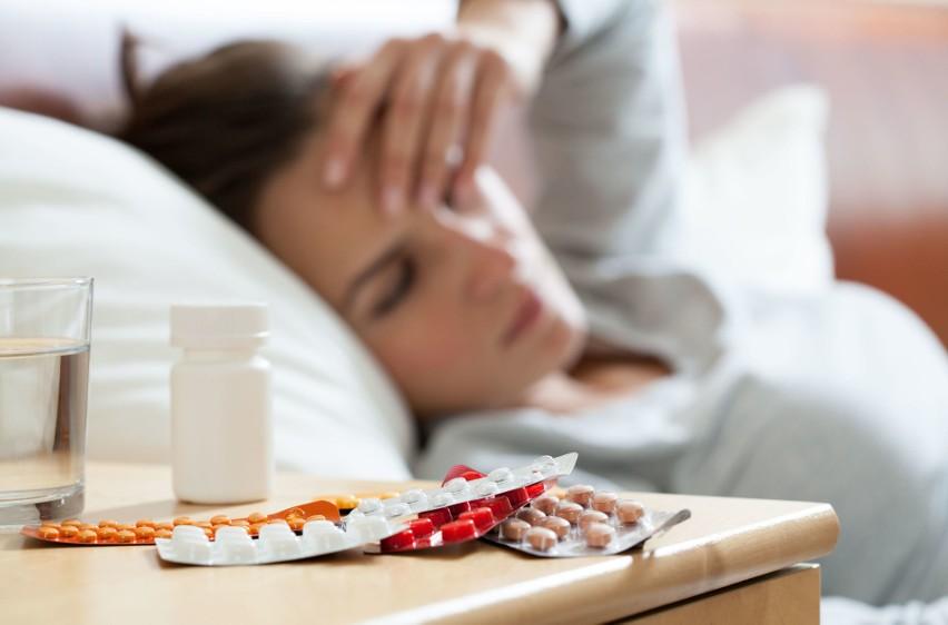 Amantadyna jest lekiem przeciwwirusowym stosowanym w...