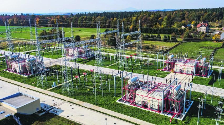 Krajowy System Elektroenergetyczny jest jak układ krwionośny w organizmie człowieka – linie przesyłowe to jego tętnice, a linie dystrybucyjne to jego żyły