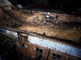 Pożar obory w Parzęczewie niedaleko Grodziska Wielkopolskiego - strażacy ratowali krowy [ZDJĘCIA]