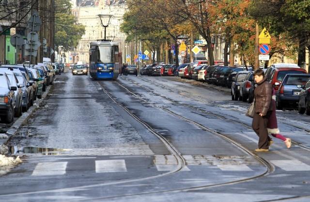 Nowowiejska to jedna z ulic, gdzie torowisko jest w opłakanym stanie.