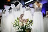 Oto najpopularniejsze suknie ślubne w 2021 roku. Tradycja... i odstawanie od normy! [zdjęcia]