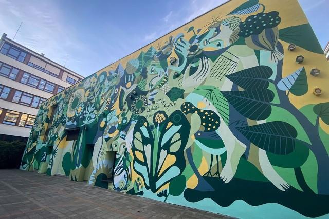 Mural to nie tylko malowidło, ale też ogromny hotel dla pszczół murarek