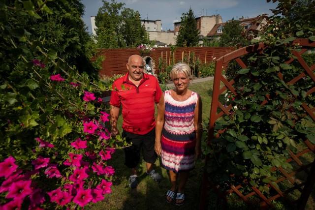 O ogród przy ul. Jasnej państwo Kulikowie dbają wspólnie. Pani Marzena pielęgnuje kwiaty, a jej mąż Tomasz zajmuje się głównie pracami fizycznymi.