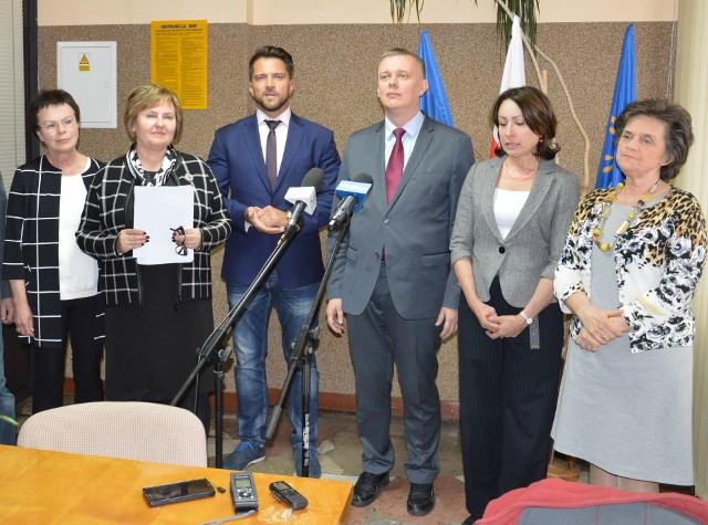 Od prawej Joanna Fabisiak, Bożena Kamińska, Tomasz Siemoniak,Piotr Cieśliński, była poseł Renata Butryn