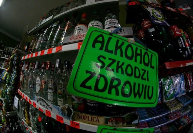 """W sklepie stacjonarnym alkohol jest """"produktem pierwszej potrzeby"""", sklepy mogą być czynne przez okrągłą dobę. W sklepie internetowym handel alkoholem jest zakazany bo obowiązujące wciąż w Polsce prawo stanu wojennego nie przewiduje takiej opcji."""