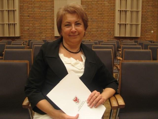 ALINA NOWAKUrodziła się w 1958 r. Będzie pilnowała edukacji, podstawowej opieki zdrowotnej i opieki społecznej, kultury, kultury fizycznej, spraw obywatelskich i promocji. Nowa wiceprezydent ukończyła filologię polską na UAM w Poznaniu. Ma też studia podyplomowe m.in. z zarządzania oświatą. Pracowała w kilku szkołach, ostatnio szefowała II LO. Zrobiła z tego ogólniaka jedną z najlepszych szkół w regionie. Wielokrotnie nagradzana za swoją pracę m.in. Medalem Komisji Edukacji.