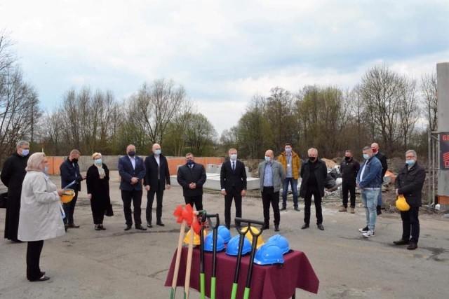 Wykonawcą została firma: DOM sp. z o.o. – lider konsorcjum, Fidem Budownictwo Joanna Tarnecka – partner konsorcjum