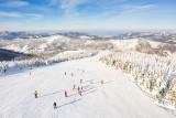 Zima tuż-tuż. To będzie czas na spacery, łyżwy i narciarskie szaleństwo. W Szczyrku przygotowano mnóstwo bezpiecznych atrakcji