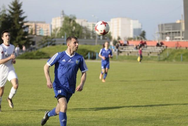 """Daniel Rychlewicz """"sprawdził się"""" w roli grającego trenera zespołu z Krapkowic, który wysoko zwyciężył."""