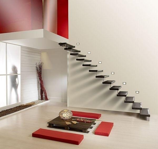 Podparciem dla stopni w schodach wspornikowych może być bezpośrednio ściana nośna lub zabetonowana w niej belka stalowa