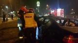 Wypadek na rondzie Inwalidów w Łodzi. Kierowca subaru nie zatrzymał się na czerwonym świetle [ZDJĘCIA,FILM]