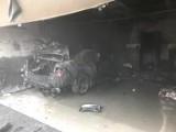 Słupca: Auto paliło się w garażu. Pożar gasiło pięć zastępów straży pożarnej
