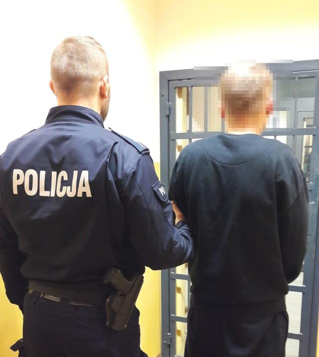 """Po sprawdzeniu w systemach informatycznych policji okazało się, że jeden z """"kominiarzy""""  jest poszukiwany do odbycia kary więzienia za wcześniej popełnione kradzieże. Zgodnie z wyrokiem sądu w więzieniu spędzi najbliższe 10 miesięcy."""