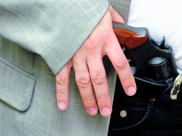 Detektyw podejmuje się na własną rękę odnalezienia ściganego
