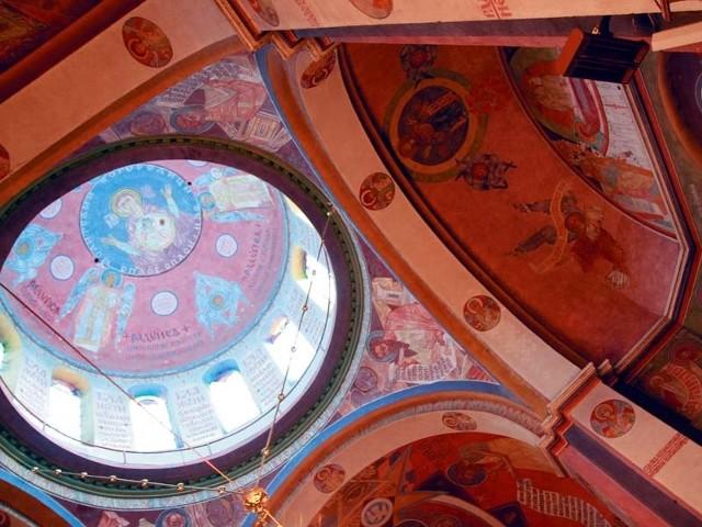 Polichromie w cerkwi w Gródku Jerzy Nowosielski  stworzył wspólnie z prof. Adamem Stalony-Dobrzańskim.  Pracowali nad nimi cztery lata.