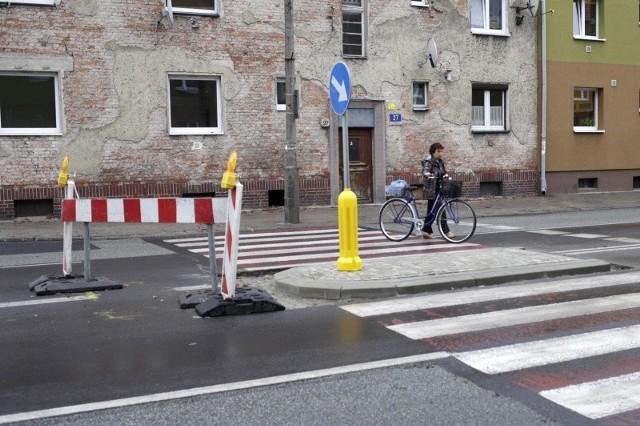 Budowa azylu na skrzyżowaniu ulic Plebiscytowej i Rodziewiczówny. Gdy wykonawca  zakończy tam prace, przeniesie się na skrzyżowanie ulic Drzymały i Plebiscytowej.
