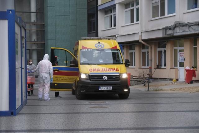 Pacjentów z Covid-19 lawinowo przybywa. W szpitalu na Bielanach potrzebni są wolontariusze