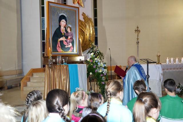 W procesji będzie niesiona kopia obrazu Matki Boskiej Opolskiej, która od 2 lutego odwiedzała kolejne parafie.