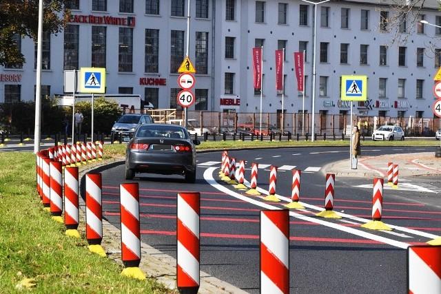 W Bielsku-Białej słupki i separatory pojawiły się przed przejściem dla pieszych