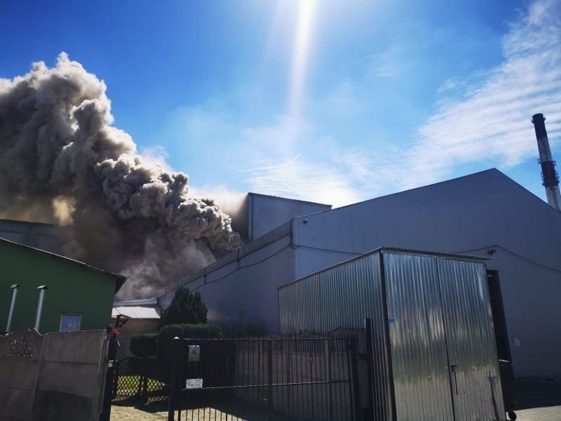 Trwa gaszenie pożaru w Koszalinie