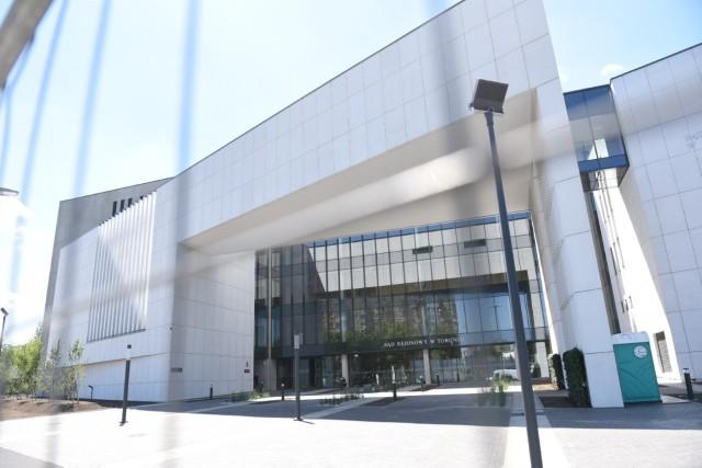 Ostatnie szlify - nowy gmach Sądu Rejonowego w Toruniu jest już gotowy. Ostatnie prace dotyczą głównie wyposażenia.