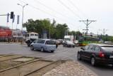 Wypadek na skrzyżowaniu Jana Pawła II i Baraniaka w Poznaniu. Samochód zderzył się z tramwajem. Do szpitala trafiła motornicza i ciężarna