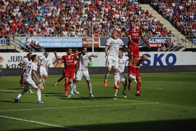 Legia Warszawa gra z Piastem Gliwice. W sezonie zasadniczym Piast przegrał z Legią 1:3 w Gliwicach i 0:2 w Warszawie. Jak będzie tym razem? Przekonamy się w sobotę, 4 maja 2019.