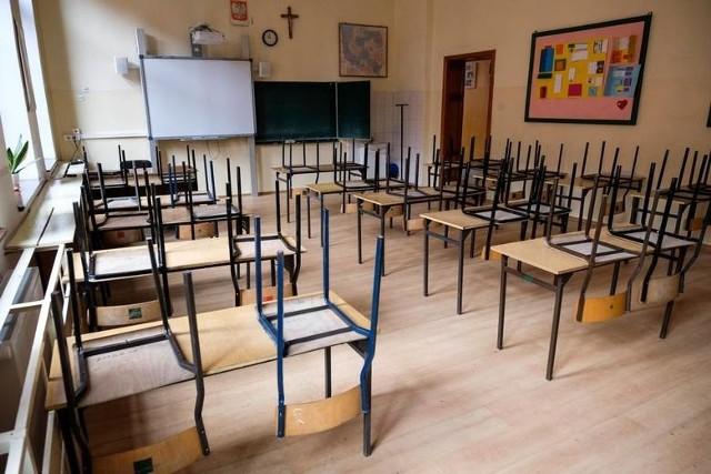 Zajęcia w szkołach są zawieszone na razie do 26 kwietnia