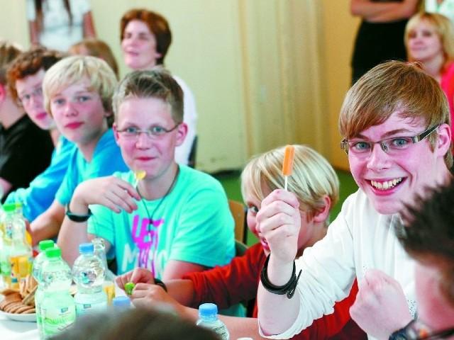 - Jestem w Polsce pierwszy raz i bardzo mi się tu podoba. Zostałem ciepło przywitany i polubiłem mojego kolegę Patryka. Nie nudzę się, bo mamy dużo ciekawych atrakcji - mówi Connor  Menkens, uczeń gimnazjum w Großenkneten (na zdjęciu po prawej).
