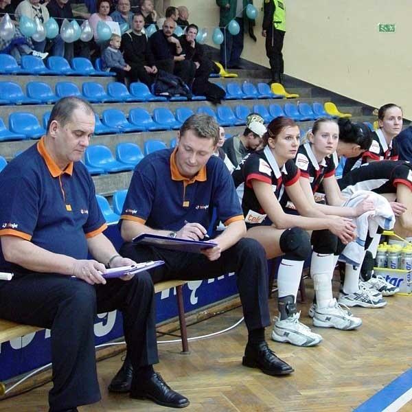 Jeszcze kilka lat temu Jacek Wiśniewski uczył się trenerskiego fachu od Jerzego Matlaka. Teraz staną po przeciwnych stronach barykady.