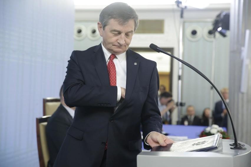 Warszawska prokuratura prowadzi postępowanie sprawdzające w sprawie podniebnych podróży marszałka Sejmu Marka Kuchcińskiego.
