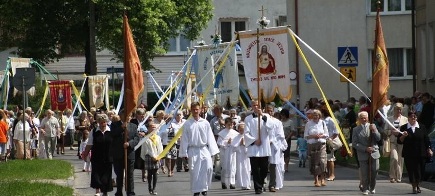 Procesja odbyła się także w Słupsku, gdzie wierni przeszli ulicami w centrum miasta.