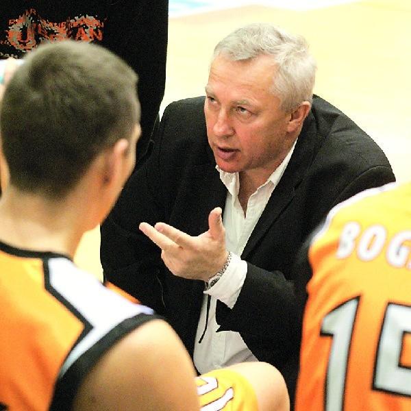 Trener Andrzej Kowalczyk buduje Sportino od nowa.