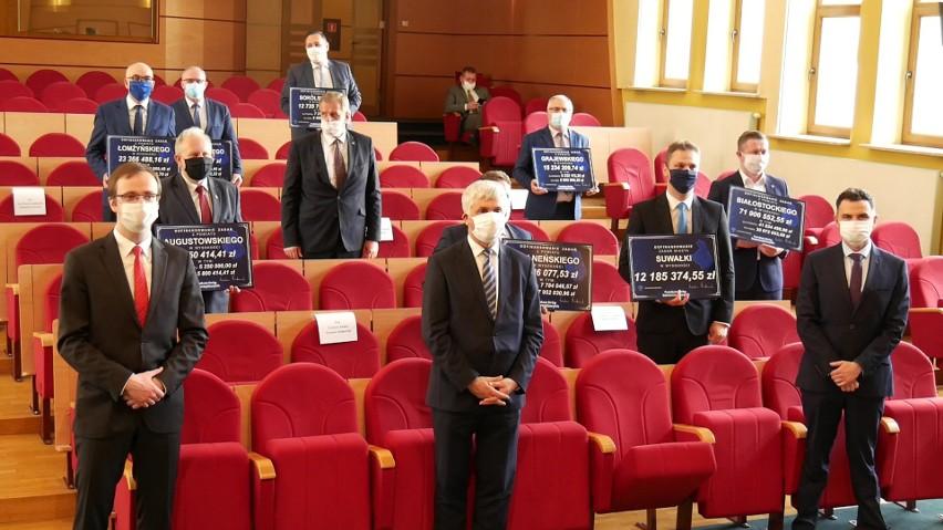 Bohdan Paszkowski wręczył starostom i prezydentom...