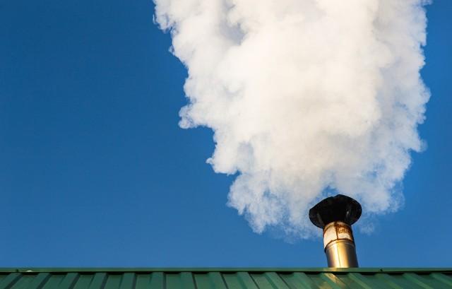 Centralna Ewidencja Emisyjności Budynków (CEEB) będzie bazą, która pozwoli skatalogować źródła ciepła w Polsce, co ma ułatwić walkę ze smogiem.