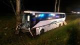 Autobus zderzył się z osobówką w okolicach Cedrów Małych. Jedna osoba nie żyje