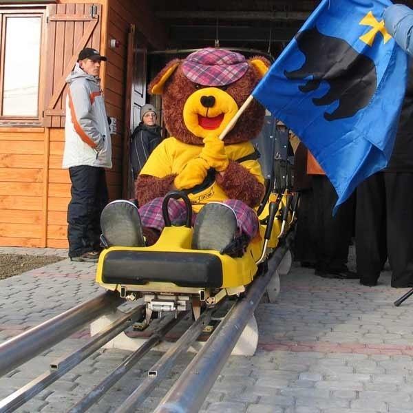 Pierwszym pasażerem toru saneczkowego był przemyski niedźwiadek, maskotka Przemyśla.