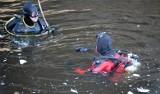Mikaszówka. Utonął 27-letni turysta. Mężczyzna podczas pływania na dmuchanej desce zniknął pod powierzchnią wody