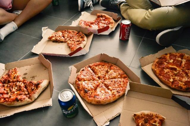 Najlepsza pizza w Poznaniu? Zobacz ranking restauracji według opinii użytkowników Google. To tu najczęściej zamawiają poznaniacy pizzę. Przejdź do galerii ---------->