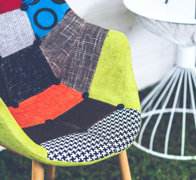 Krzesło patchworkRenowacja starego krzesła